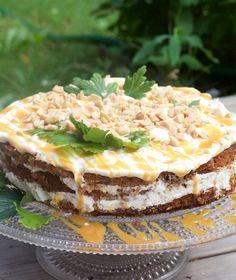Rhum and apple cake with salted caramel. Rommi-omenakakku suolakinuskilla