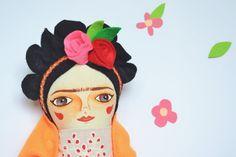 Frida Kahlo doll cloth doll Handmade stuffed by Mandarinas De Tela www.mandarinasdetela.etsy.com #MandarinasDeTela