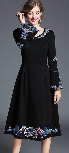 Vinatge V-Neck Flare Sleeve Embroidery A-Line Dress