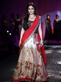 Style Roundup: Manish Malhotra at PCJ Delhi Couture Week | Shaadi ...