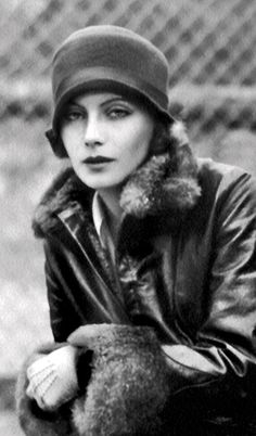 Greta Garbo, 1925 A Day In The Life represents History. Greta Garbo was truly a beautiful woman. Golden Age Of Hollywood, Vintage Hollywood, Hollywood Glamour, Classic Hollywood, Hollywood Stars, Vintage Glamour, Vintage Beauty, Louise Brooks, Vintage Mode