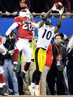 A nice angle of Santonio Holmes with one of the greatest catches in Super Bowl history. Look at that extension on tip-toes to secure the ball inbounds! Pitsburgh Steelers, Pittsburgh Steelers Players, Pittsburgh Sports, Steelers Stuff, Dallas Cowboys, Sport Football, Football Players, Sports Teams, Football Memes