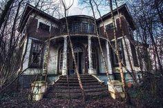 creepy houses - Buscar con Google