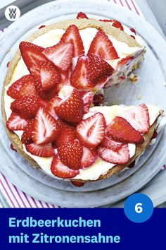 Erdbeerkuchen mit Zitronensahne Who is in the mood for a wonderful summer enjoyment? 🙋♀️🙋♂️ The strawberry cake with lemon cream … Keto Recipes, Cake Recipes, Cooking Recipes, Weigt Watchers, Keto Dinner, Protein Dinner, Crunches, Keto Snacks, Eating Plans