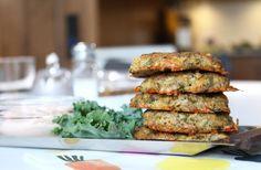Vegetariska krispiga broccoli- och ostbiffar. Ät dem varma eller kalla. Med en god sås eller dip. Stek några knapriga baconskivor till. Lägg biffarna på ma