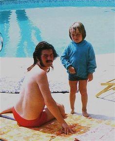 John Bonham of Led Zeppelin and his son Jason Music Love, Rock Music, Great Bands, Cool Bands, Neko, Peter Paul And Mary, Elevator Music, Robert Plant Led Zeppelin, John Paul Jones