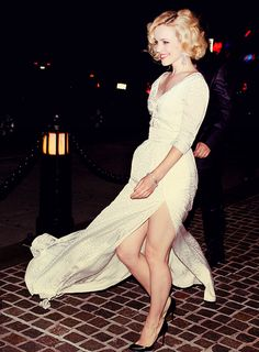 rachel mcadams- She looks like she's having a Marilyn looking moment Rachel Mcadams Legs, Rachel Anne Mcadams, Rachel Mcadams Blonde, Lindsay Lohan, Pretty People, Beautiful People, Norma Jeane, Look Cool, Hollywood Actresses