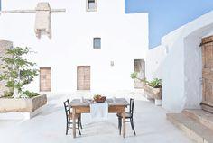 Harmony and design Outdoor Spaces, Outdoor Living, Outdoor Decor, Mykonos Villas, Simple House Design, Adobe House, Mediterranean Style Homes, Property Design, Beautiful Villas