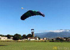 Pouso de paraquedas em Resende