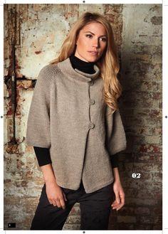 MODELL 02 • COOL WOOL ALPACA Kragen, Knöpfe und das war's? Definitiv nicht! Diese Jacke steht für eine neue Generation, die mit der schlichten Form  experimentiert, dabei aber nicht an Förmlichkeit verliert. Das ist Modekunst von morgen! www.wollstudio.com www.Lana-Moda.de