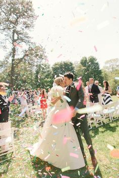 外国風パーティーの必需品♡きらきら可愛い紙ふぶき『コンフェッティ』の結婚式的使い方まとめ♡にて紹介している画像
