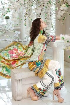 Gul Ahmed Summer Embroidered Lawn Dresses Collection consists of best styles & designs of premium & luxury lawn suits for all types & routines! Queen Fashion, Girl Fashion, Fashion Design, Fashion Dresses, Western Outfits, Indian Outfits, Pakistani Wedding Outfits, Pakistani Dresses, Indian Sarees