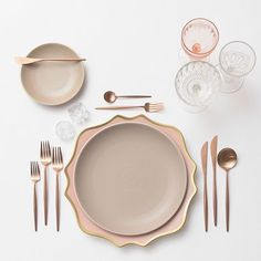 A little rose gold combo to close out the week Our Anna Weatherley Chargers in Desert Rose + Heath Ceramics in French Grey + Rose Gold Flatware + Vintage Pink/EAPG/Coupe Glassware + Antique Crystal Salt Cellars #cdpdesignpresentation #