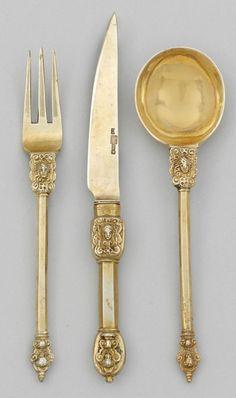 Seltenes Renaissance-Besteck für 12 Personen 36-tlg.; 12 Speisemesser, 12 -gabeln und 12 -löffel.