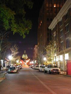 Mississippi's state capitol building sits at the end of this downtown Jackson street. Mississippi University, Jackson State University, Jackson Mississippi, Mississippi Delta, Vacation Destinations, Vacation Spots, Delta Girl, Usa Trip, Places In America
