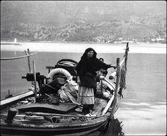 Λευκαδίτισσα με την βάρκα της το 1968.Κώστας Μπαλάφας Costa, People Of The World, Greece, The Past, Culture, Memories, Black And White, Image, Photographers