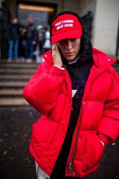 Street style at Paris Fashion Week fall 2017 Fashion Photo, Paris Fashion, Love Fashion, Fashion News, Street Style 2017, Street Style Trends, Street Style Women, Winter Looks, Urban Fashion