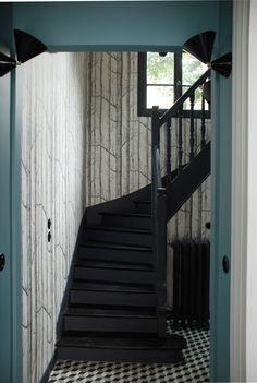 escalier peint en noir mur moutarde staircases escaliers pinterest. Black Bedroom Furniture Sets. Home Design Ideas
