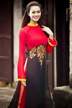 Modern ao-dai. 2 distinct colors with bold yellow edges for collars and sleeves.