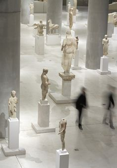 the incredibly graceful Greeks of the New Acropolis Museum