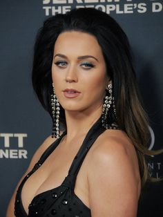 Pin for Later: Katy Perry Looks Hotter Than Hell at Her Hollywood Handprint Ceremony