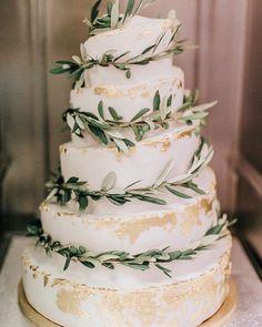 Greenery and gold wedding cake1 #wedding #weddings #weddingideas #deerpearlflowers #weddingdresses