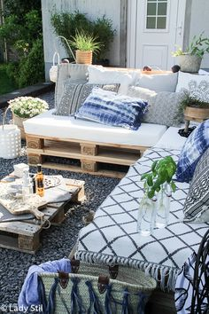 Best Outdoor Furniture Inspiration Home Furniture Photography Outdoor Furniture Inspiration, Rustic Outdoor Furniture, Patio Furniture Cushions, Outdoor Decor, Patio Furniture Makeover, Home Furniture, Modern Furniture, Furniture Layout, Outdoor Lounge