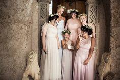 another amazing work with a beautiful and successful professional team!  #weddinginitaly #weddingday #bridemaids #bridemates #weddinglook #amazing #gorgeous #bestday #weddingday #beauty #beautystaff #italywedding #bespoke #hairstyle #hairdresser #bridallook #americanstyle #updohair #updostyles #flowers #flowergirls #ravellowedding  Hair @alessandromancino_h.d._  Mua @laranavarrini  Venue @villacimbrone  Planning @sposiamovi