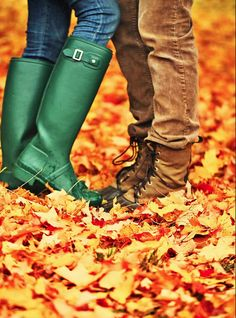 Sarah of Classy Girls Wear Pearls wearing Original Tour boots in green. We love the idea of pairing casual boots with jeans throughout Fall. Dont Fall In Love, Falling In Love, Burberry, Classy Girl, Girls Wear, Hunter Boots, Hunter Outfit, Cute Couples, Rubber Rain Boots
