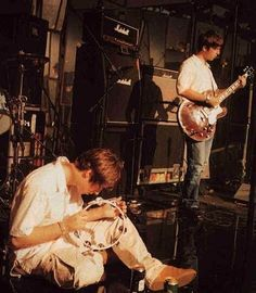 Find images and videos about music, band and oasis on We Heart It - the app to get lost in what you love. Lennon Gallagher, Liam Gallagher Oasis, Noel Gallager, Oasis Live Forever, Oasis Music, Liam And Noel, Oasis Band, Nostalgia, Britpop