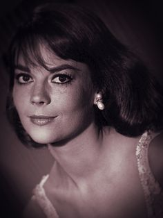 Natalie Wood Classic Actresses, Hollywood Actresses, Westwood Village, Splendour In The Grass, Natalie Wood, The Most Beautiful Girl, Christina Hendricks, Girl Next Door, Photography Women