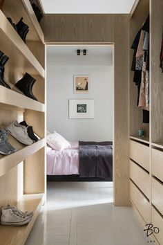 moderni vaatehuone Walk In Closet, Dressing Room, Furniture, Home Decor, Bedroom Ideas, Goals, Decoration, Tips, Home