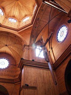 Iglesia de Castro en Chiloe , su interior , de maderas , esuna obra arquitectonica  y artistica invaluable ,  .Es patrimonio de la Humanidad