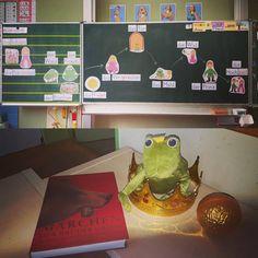 """Märchentag: Auch ich habe mich von der wunderbaren Idee eines Märchentags von der Eisbärenklasse anstecken und dem fantastischen Material aus dem #zaubereinmaleins inspirieren lassen...Heute haben wir das Märchen """"Der Froschkönig"""" gelesen, gespielt und nacherzählt sowie an verschiedenen Aufgaben zum Märchen gearbeitet. Es war sehr entspannend und schön zu sehen, wie viel Freude die Kinder an Märchen haben. #märchen #anfangsunterrichtdeutsch #anfangsunterricht #primarstufe #erstklässler…"""