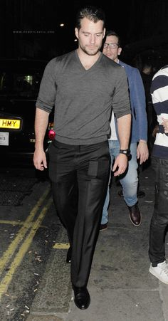 Henry Cavill News: Fans Share Drinks With Henry In London: Cheers!