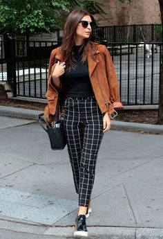 Classy office outfit wearing flats. Its so nice to be able to wear flat shoes and not heels to the work place | Stylish office outfits