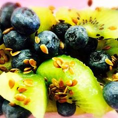 #lunch at the #office #fruits #delish #kiwi #blueberries #flaxseeds #happyfruit #happyfriday #fridaylicious almost #weekend #Padgram