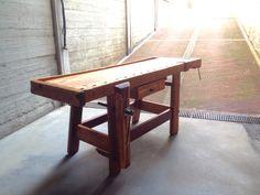 Vecchio tavolo da falegname