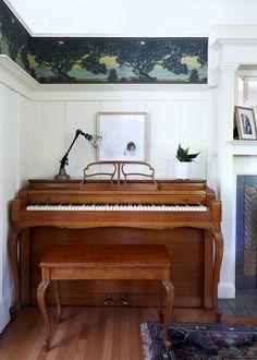 Klavier mit interessantem Design