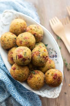 Savoy cabbage balls (baked and fried) the easy and tasty recipe - Savoy cabbage balls (baked and fried) the easy and tasty recipe You are in the right place about ham - Veggie Recipes, Vegetarian Recipes, Cooking Recipes, Healthy Recipes, Finger Food Appetizers, Appetizer Recipes, Cena Light, Good Food, Yummy Food