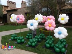 How To Make Balloon Flower Decorations Balloon flowers home Balloon Arrangements, Balloon Centerpieces, Balloon Decorations, Flower Decorations, Balloon Ideas, Balloon Columns, Balloon Arch, Mothers Day Balloons, Homemade Gift Baskets