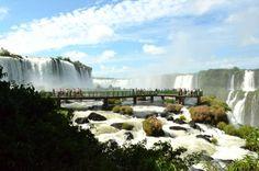 Vista panorâmica nas Cataratas do Iguaçu, em Foz do Iguaçu, PR  Saiba mais em: http://www.visitefoz.com.br/pontos-turisticos/cataratas-do-iguacu/