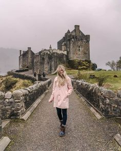 This week-long Scottish Highlands itinerary covers everything from ancient castles and Isle of Skye to quaint villages and everything in between. Scotland Road Trip, Scotland Travel, Skye Scotland, Inverness Scotland, Edinburgh Scotland, Glen Nevis, Visit Britain, Irish Cottage, Scotland Castles