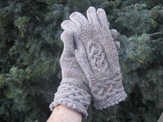 Ravelry: Teampall Bhreacháin Gloves pattern by Anne Carroll Gilmour