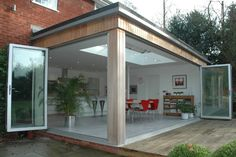 Corner bi-folds with timber clad. Extension Veranda, Conservatory Extension, House Extension Design, Glass Extension, Extension Designs, Roof Extension, Extension Google, Extension Ideas, Marquise