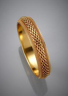 Gold Bangles For Women, Mens Gold Bracelets, Gold Bangles Design, Gold Earrings Designs, Gold Jewellery Design, Gold Jewelry, Chain Jewelry, Bangle Bracelets, Antique Jewellery Designs