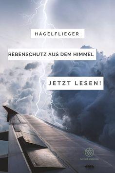 Was machen Hagelflieger? Und wie funktioniert Hagelabwehr genau? Das erfahrt ihr jetzt auf meinem Blog bottled-grapes.de! #wein #weinblog #winzer #weingut #hagelflieger #weinliebe Bottle, Blog, Thunder Clouds, Flask, Blogging, Jars