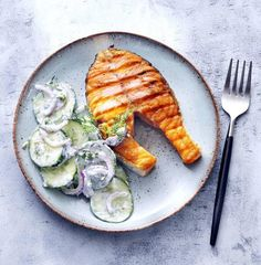 Lent, salmon recipes, easy salmon recipes, seafood recipes, healthy dinner, quick dinner, fast dinner, easy dinner, 30 minute dinner recipes, 30 minute recipes, 30 minute meals, grilling, grilled salmon, cucumber recipes Easy Salmon Recipes, Seafood Recipes, Cooking Recipes, Healthy Recipes, Hot Dog Recipes, Side Recipes, Dinner Recipes, Picnic Recipes, Picnic Ideas