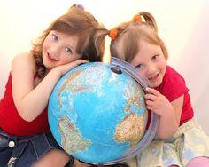 APROAPE DE PRIETENI:  Cu bagajul la ușăMotto: ,,Lumea este ca o carte,...