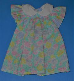 huebsche-Puppenkleidung-Sommerkleid-hellgruen-mit-Bluetenmuster
